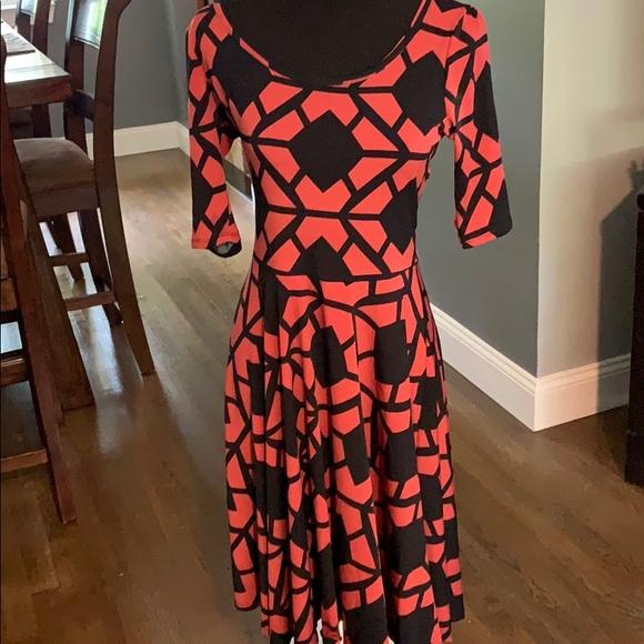 LuLaRoe Dresses & Skirts - Lularoe Nicole Dress Slinky Material